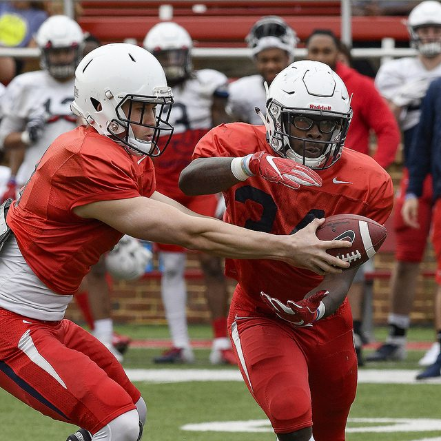 Defense shines in spring game before offense makes comeback in 4th Q