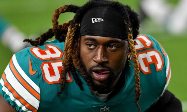 Walt Aikens signs with the Tennessee Titans
